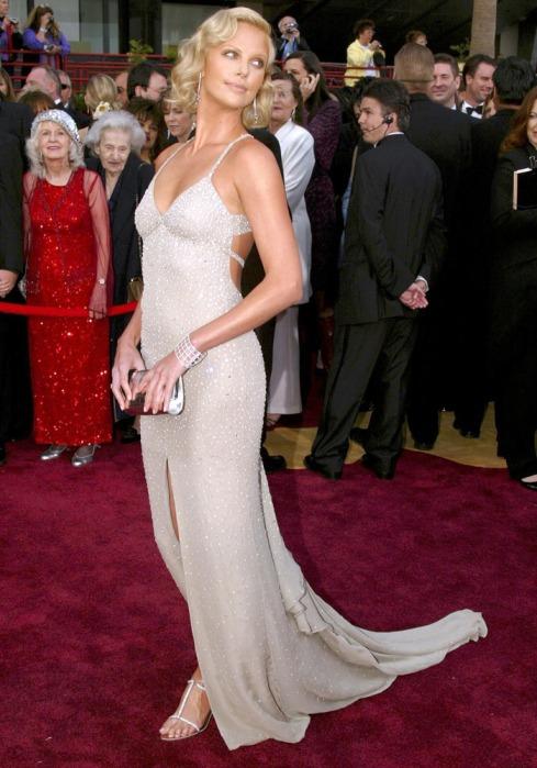 charlize theron 2006 oscar vestido: